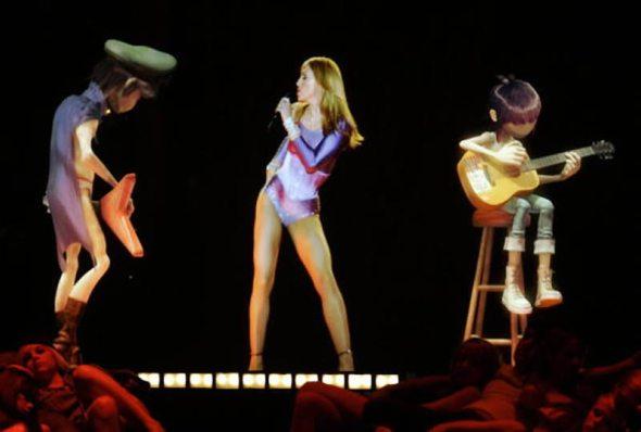 Madonna con hologramas de Gorillaz