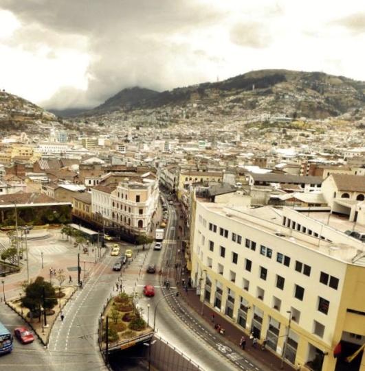 Vista del Centro de Quito by Mariela Cobos [Oficina Fausto Ribadeneira]